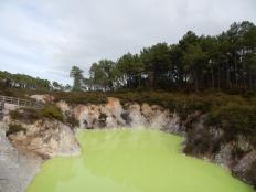 """Нетрудно догадаться, что это озеро называется """"ванны дьявола"""" :)"""
